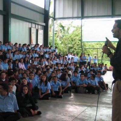 En Liceo de Granadilla, Curridabat. Primer año de trabajo FAJ.